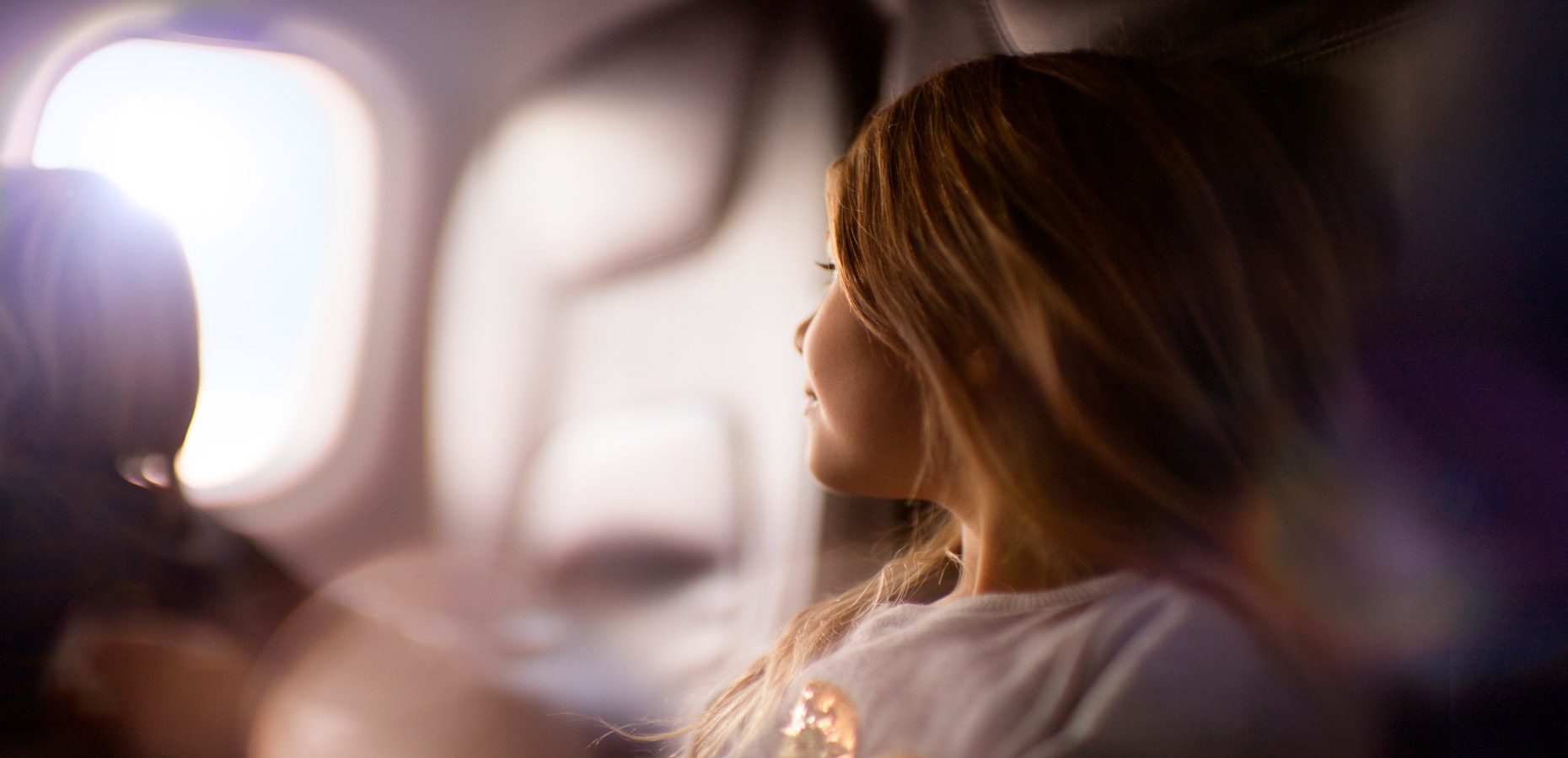 AIRNZ_ONBOARD_GIRL_DREAMING_5464x4096